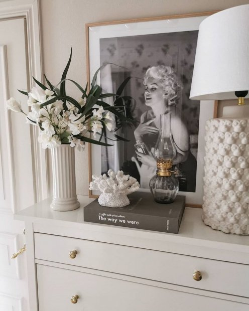Iconic and elegant marilyn print oak frames