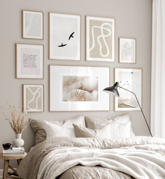 Trendy gallery wall beige white bedroom interior beige posters oaken frames